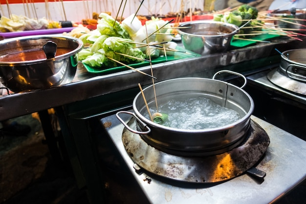 Água fervendo para cozinhar