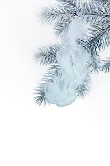 Água fundo branco acrílico dentro galho árvore de natal inverno