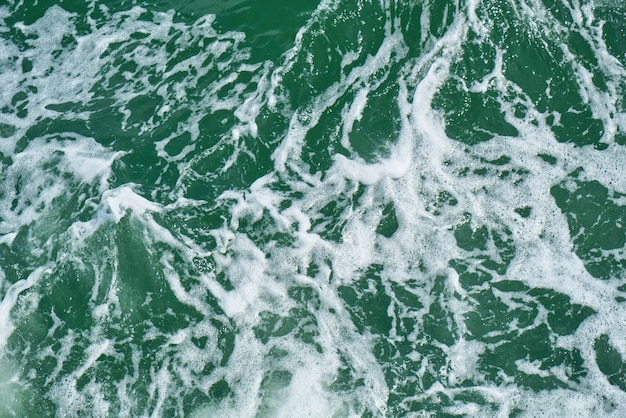 Água limpa maré horizontal salpicos