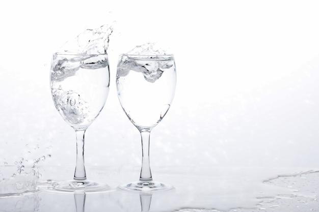 Água no copo de vinho