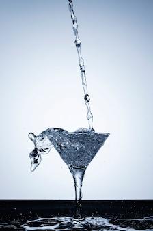 Água realista em vidro
