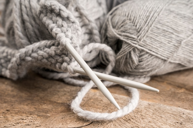 Agulhas de crochê de lã e plástico