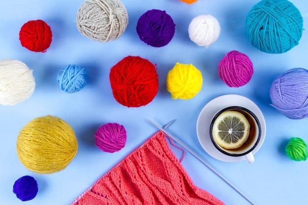 Agulhas de tricô, linhas para tricotar