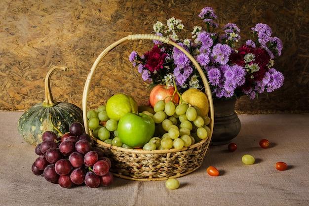 Ainda vida com frutas.