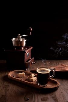 Ainda vida com vapor espresso quente