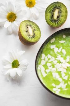 Ainda vida de delicioso smoothie de kiwi