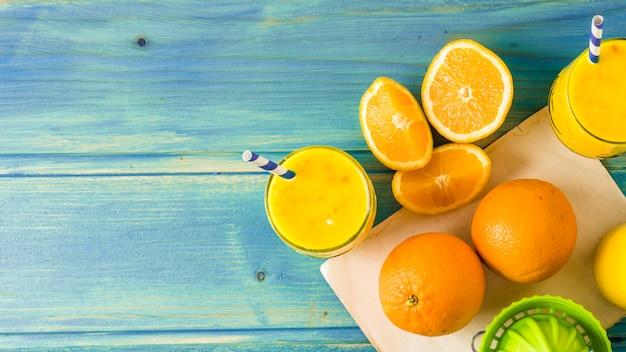 Ainda vida de delicioso smoothie de laranja