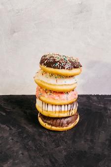 Ainda vida de deliciosos donuts