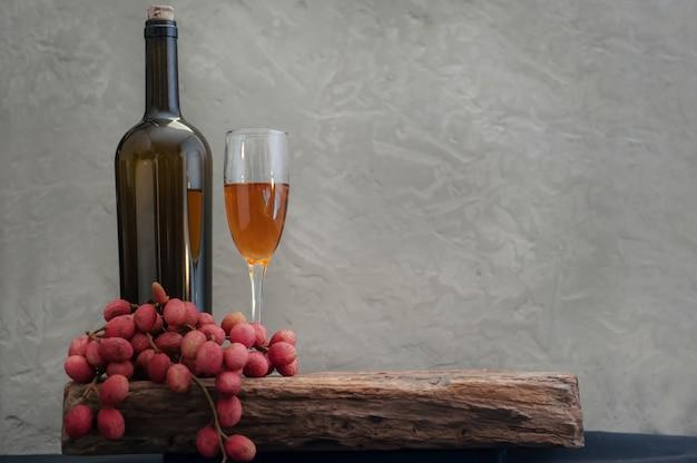 Ainda vida de vinho de lichia tropical divina