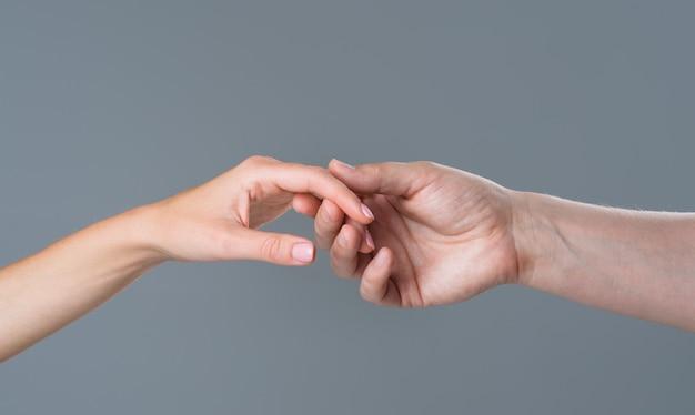 Ajude a cuidar e apoiar o conceito ajudando relações de mãos a duas mãos