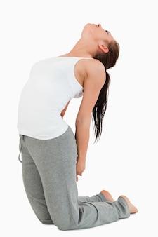 Ajustar mulher na posição ustrasana