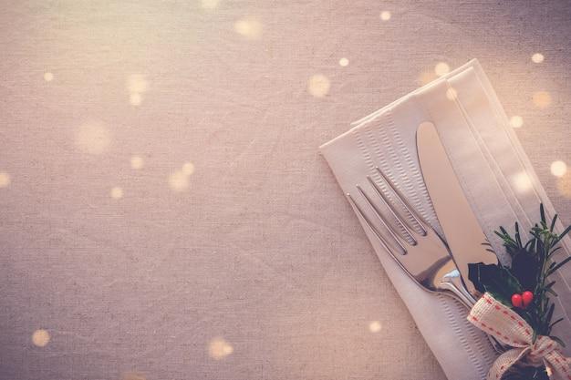 Ajuste de lugar de mesa de natal, fundo de jantar de férias