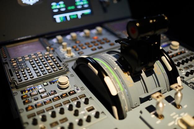 Alavancas de pressão no cockpit