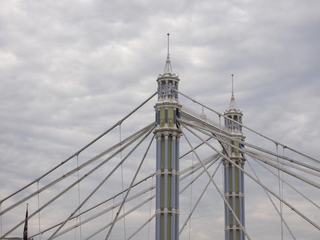 Albert bridge sobre o rio tâmisa em londres