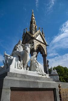 Albert memorial nos jardins de kensington, as figuras de mármore que representam a europa