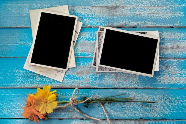Álbum de quadro fotográfico em branco com flor