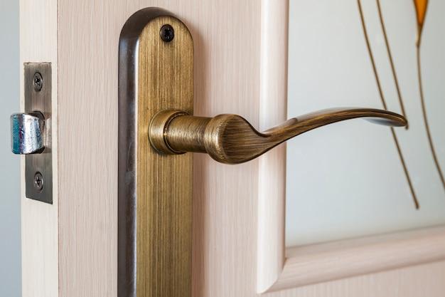 Alça de metal moderna porta de madeira cetim