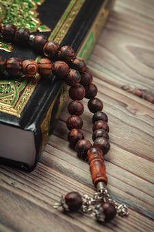 Alcorão sagrado com miçangas