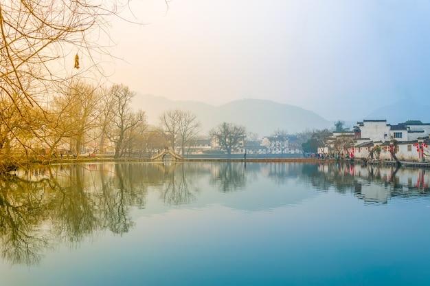 Aldeão vila reflexão água lago rio