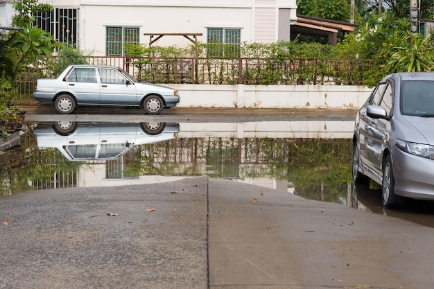 Aldeia de inundação de água no distrito de don mueang