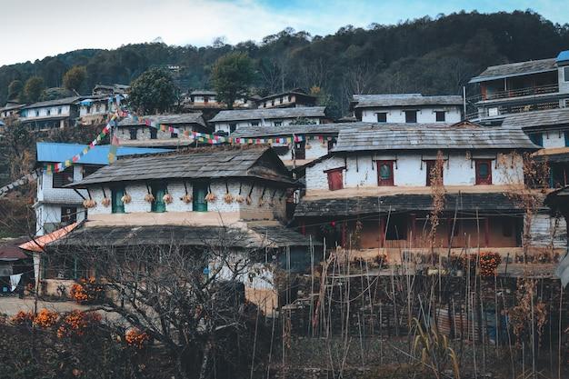 Aldeia de montanha, vida no campo em pokhara, nepal