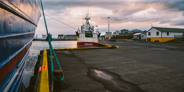 Aldeia de pescadores na costa leste da islândia