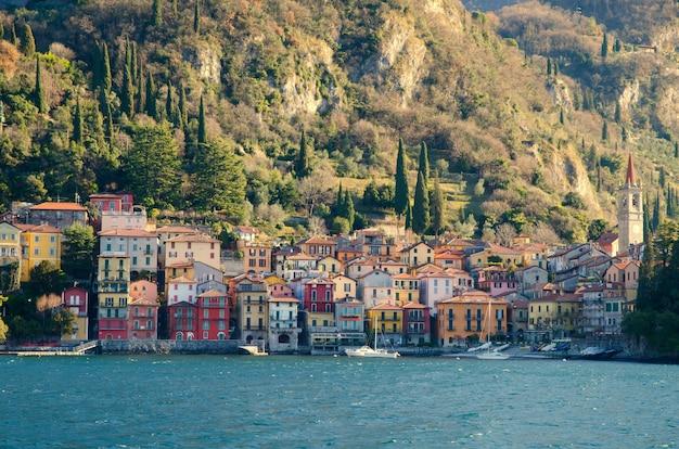 Aldeia de varenna, lombardia, itália