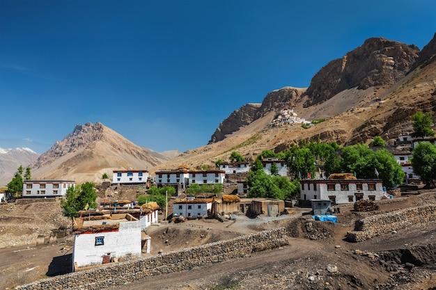 Aldeia e mosteiro de ki no himalaia. himachal pradesh, índia