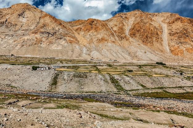Aldeia kardung no himalaia