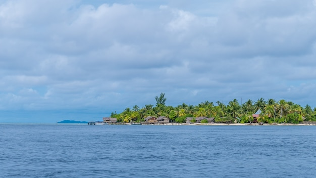 Aldeia na ilha de arborek, raja ampat, papua ocidental, indonésia