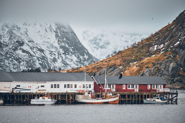 Aldeia piscatória de hamnoy nas ilhas lofoten, noruega