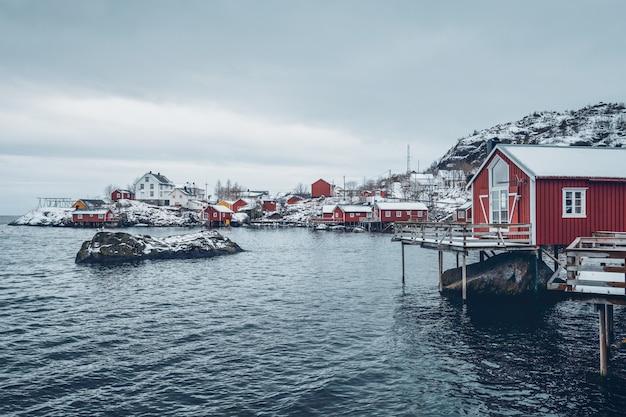 Aldeia piscatória de nusfjord na noruega