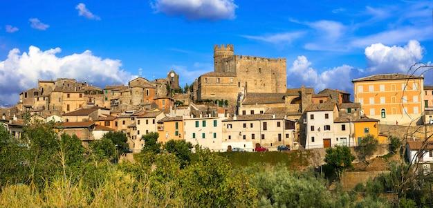 Aldeias medievais tradicionais autênticas (borgo) da itália - nazzano romano com castelo impressionante