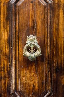 Aldrava de porta decorativa