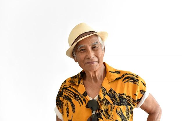 Alegre asiático sênior velho