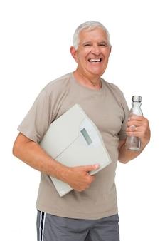 Alegre, homem sênior, com, garrafa água, e, escalas