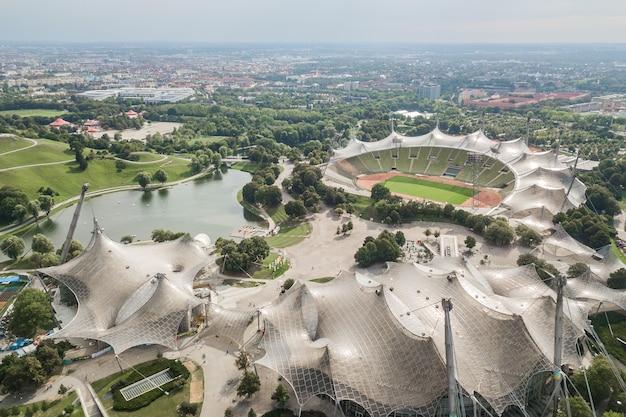 Alemanha, munique, agosto de 2018 - vista aérea do parque olímpico de munique