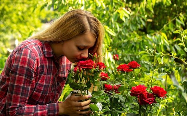 Alergia de menina a flores. foco seletivo