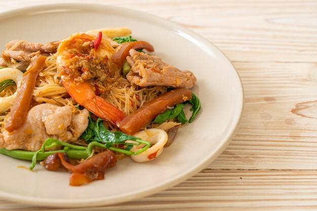 Aletria de arroz frito com carne mista