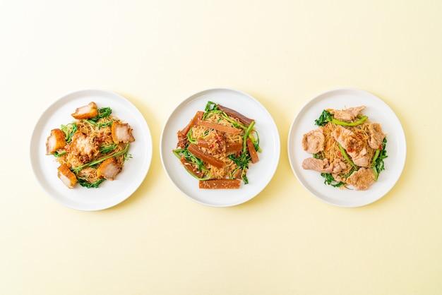 Aletria de arroz frito com cobertura de mistura