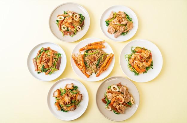 Aletria de arroz frito e mimosa de água com uma mistura de carne de cobertura por cima