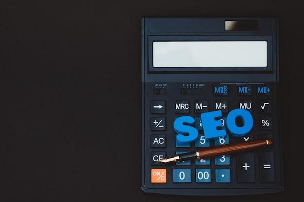Alfabeto de texto seo para o conceito de search engine optimization