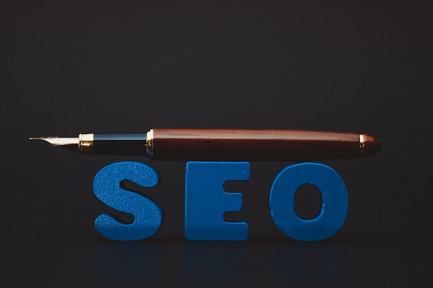 Alfabeto de texto seo para search engine optimization e caneta,