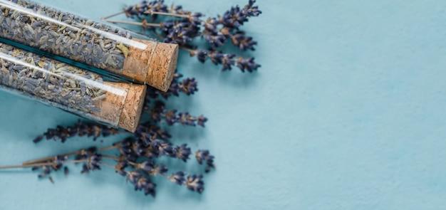 Alfazema verdadeira orgânica secada ou close up inglês do macro do angustifolia de lavandula da alfazema.
