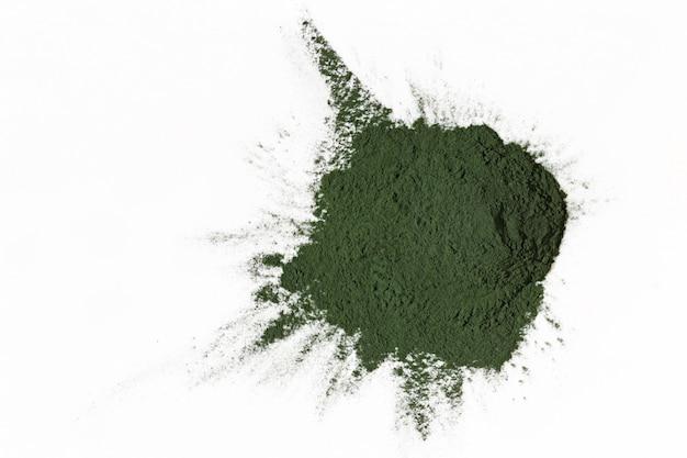 Alga spirulina seca e desfiada. algas em pó