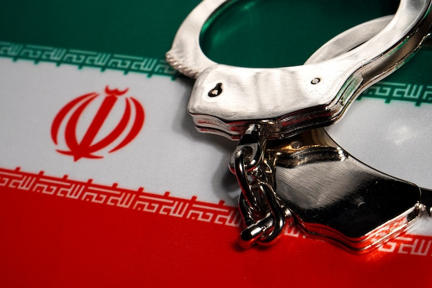Algema na bandeira do irã.