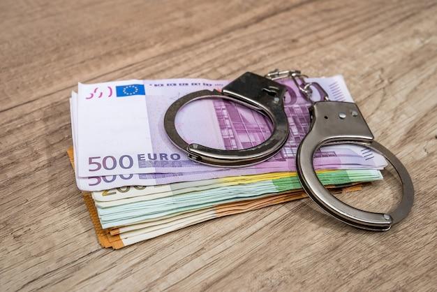 Algemas nas notas do euro Foto Premium