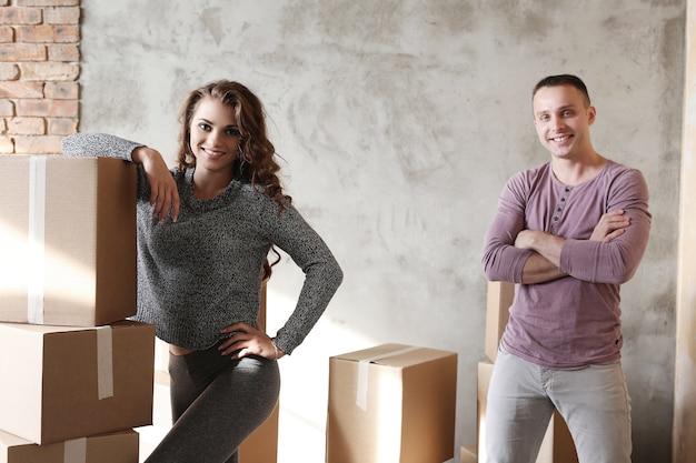 Algumas caixas embaladas e prontas para mover