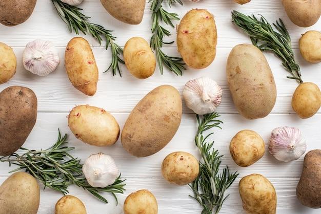 Alho e batatas naturais