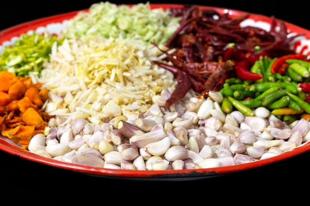 Alho e ingredientes de ervas tailandesas de receita de pasta de caril vermelho tailandês